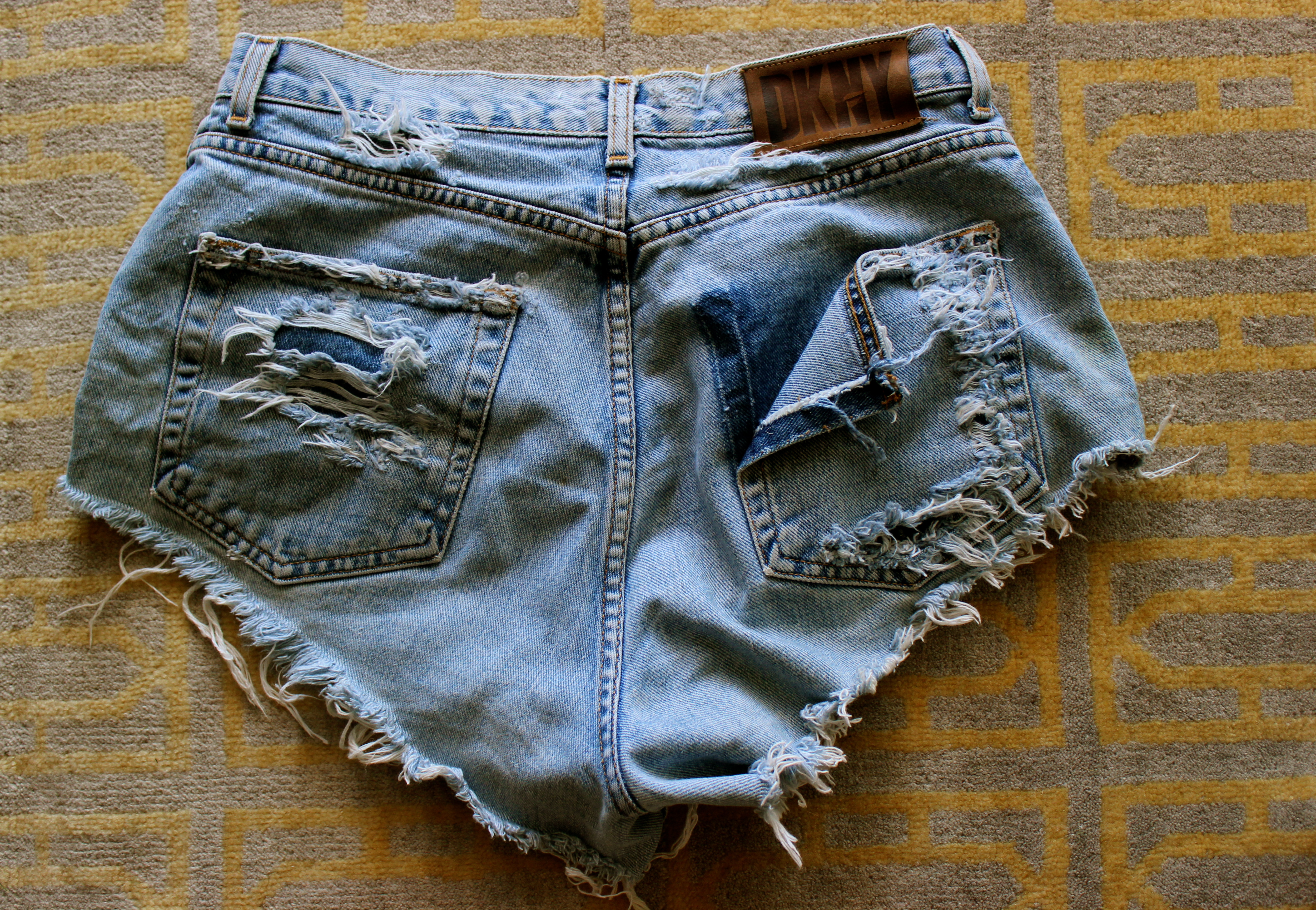 how to make cut off jean shorts with frayed edges